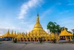Shwedagonpagode in Wat Suwan Khiri, Ranong, Thailand Replica van royalty-vrije stock fotografie