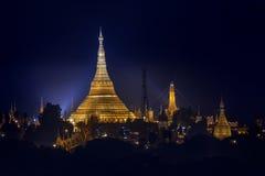 Shwedagonpagode - Yangon- Myanmar Stock Afbeeldingen
