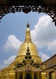 Shwemawdaw塔在仰光,缅甸 图库摄影