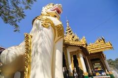 Shwethalyaung斜倚的菩萨在Bago,缅甸 免版税库存图片