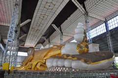 Shwethalyaung Bouddha étendu dans Bago, Myanmar Images stock