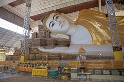 Shwethalyaung Buddha Arkivbild