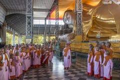 Shwethalyaung Opiera Buddha, Bago, Myanmar - obraz stock