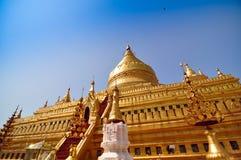 Shwezigon塔在Bagan,缅甸 库存照片