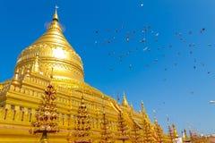 Shwezigon塔,在缅甸(Burmar)的Bagan 免版税库存图片