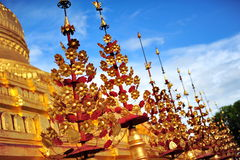Shwezigon塔,著名为它的金叶子stupa在Bagan 免版税库存照片