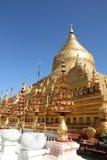 Shwezigon塔- Bagan古镇  免版税库存图片