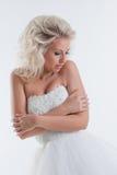Shy красивая невеста представляя в студии, конце-вверх Стоковое Изображение RF