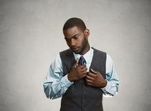 Shy, социально несуразный бизнесмен стоковые изображения