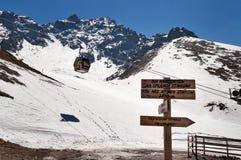 Shymbulak skidar semesterorten Talgar passerande Arkivbilder