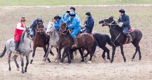 Shymkent, il KAZAKISTAN - 22 marzo 2017: Celebrazione della festa kazaka NARIYZ Concorsi sui cavalli Immagine Stock