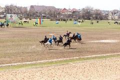 Shymkent, il KAZAKISTAN - 22 marzo 2017: Celebrazione della festa kazaka NARIYZ Concorsi sui cavalli Immagini Stock
