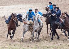 Shymkent, il KAZAKISTAN - 22 marzo 2017: Celebrazione della festa kazaka NARIYZ Concorsi sui cavalli Immagine Stock Libera da Diritti