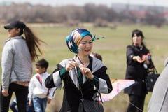 Shymkent, il KAZAKISTAN - 22 marzo 2017: La gente che celebra la festa kazaka NARIYZ Fotografia Stock