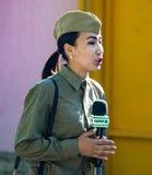 Shymkent KASAKHSTAN - Maj 9, 2017: Flickasoldat Festmåltiden av segern av röd armé- och sovjetfolket i Arkivfoto