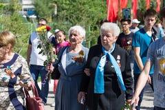 Shymkent KASAKHSTAN - Maj 9, 2017: Odödligt regemente Folk festivaler av folk Festmåltiden av segern av det rött royaltyfria foton