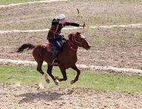 Shymkent, KAZACHSTAN - 22 Marzec 2017: Świętowanie kazach wakacje NARIYZ Łucznictwo od konia Zdjęcia Royalty Free