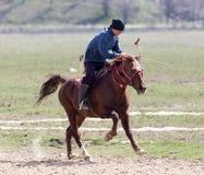 Shymkent, KAZACHSTAN - 22 Marzec 2017: Świętowanie kazach wakacje NARIYZ Łucznictwo od konia Zdjęcie Royalty Free