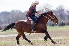 Shymkent, KAZACHSTAN - 22 Marzec 2017: Świętowanie kazach wakacje NARIYZ Łucznictwo od konia Obrazy Royalty Free