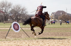 Shymkent, KAZACHSTAN - 22 Marzec 2017: Świętowanie kazach wakacje NARIYZ Łucznictwo od konia Obraz Royalty Free