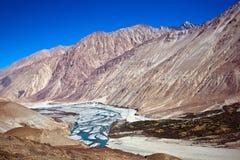 Shyokrivier, Nubra-Vallei, Ladakh, India royalty-vrije stock afbeelding