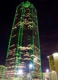 Shyscraper Dallas TX (nacht) Royalty-vrije Stock Foto's