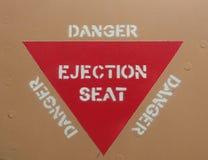 Siège éjectable avertissant le signe rouge de triangle Photographie stock libre de droits