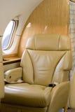 Siège de première classe sur l'avion à réaction de corporation Image libre de droits