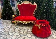 Siège de Santa Claus et sac de Santa Claus Photos stock