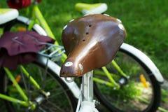 Siège en cuir de bicyclette Photos stock