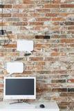 Siège social avec le mur de briques photos stock