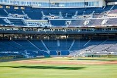 Sièges bleus de stade Photos libres de droits
