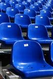 Sièges bleus sur le stade Images libres de droits