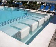 Sièges dans une piscine Photographie stock