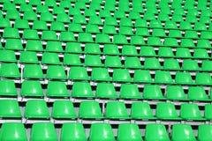 Sièges de Greem dans une rencontre sportive sans gens Photos stock