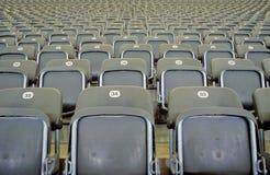 Sièges gris de stade Photo stock