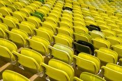 Sièges jaunes de stade Image libre de droits