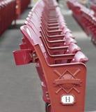Sièges rouges de stade Photos libres de droits