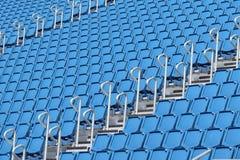 Sièges verts de stade Photos stock