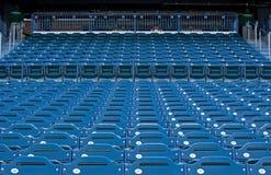 Sièges vides à un stade Images stock