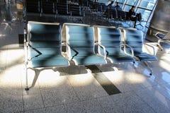 Sièges vides dans la salle d'attente à l'aéroport international Moscou de Vnukovo - juillet 2017 Photographie stock