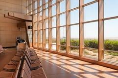 Sièges vides dans le refuge d'aéroport Image libre de droits