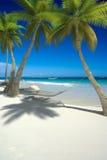 Sièste sur la plage tropicale Photo stock