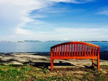 Siéntese solamente en parque Fotos de archivo