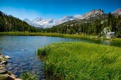 Siërra Nevada Alpine Lake Reflections stock afbeeldingen