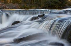 się kaskadą wodospadu Fotografia Stock