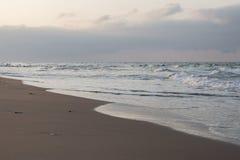 Siła plaża przy zmierzchem fotografia stock