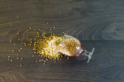 Si è sbriciolato al riso a terra, piselli, grano saraceno Fotografie Stock Libere da Diritti