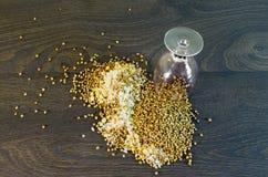 Si è sbriciolato al riso a terra, piselli, grano saraceno Fotografia Stock