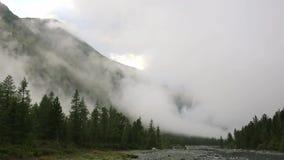 Si appanna il lasso di tempo Paesaggio della montagna Riscaldamento globale stock footage